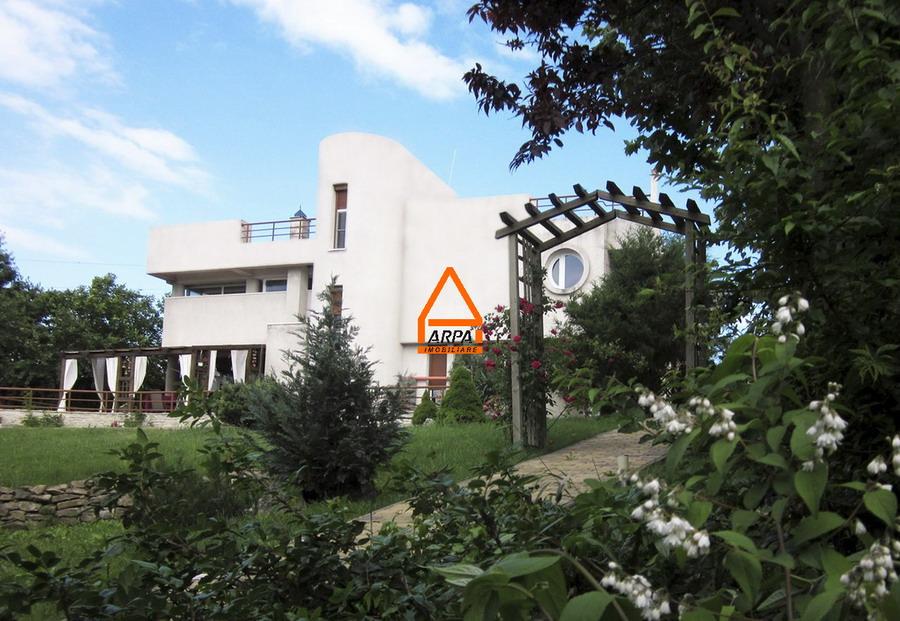 Vila / Casa de lux- 330 mp ,3600 mp teren – Bucium