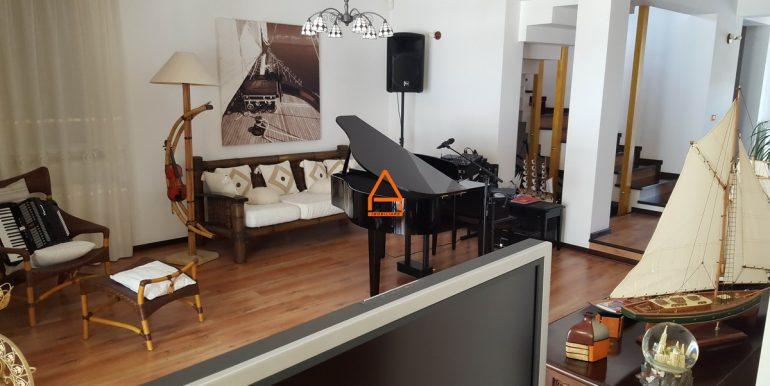 arpa-imobiliare-vila-bucium-300mp-US3