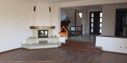 Vila / Casa – 380 mp , 3600 mp teren – Proiect Exclusivist – Bucium