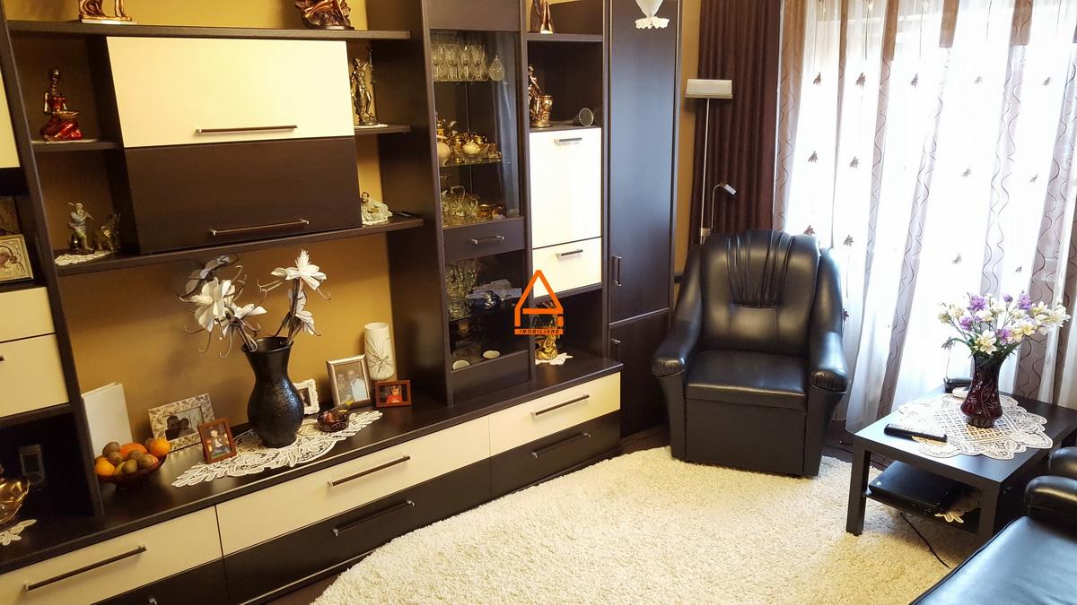 Apartament – 3 camere decomandat- 72 mp – Independentei – Centru
