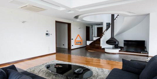 Casa / Vila de lux – 400 mp , 1000 mp teren -Zona Rezidentiala – Copou
