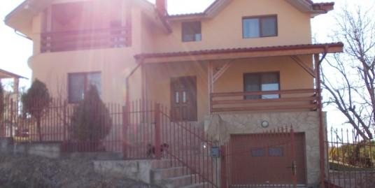 Casa / Vila – 190 mp , 500 mp teren – Bucium