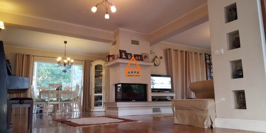 Vila / Casa de lux – 300 mp , 800 mp teren – Copou -Zona Rezidentiala