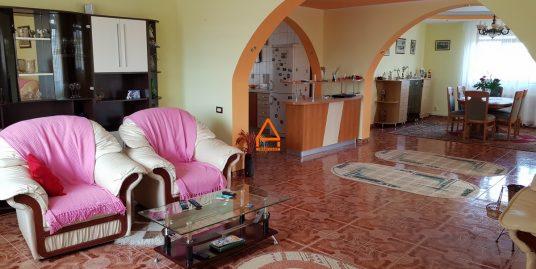 Casa / Vila – 310 mp , 1000 mp teren – Bucium