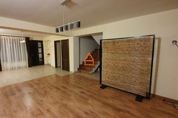 Casa / Vila ( 1/2 Duplex )- 200 mp , 250 mp teren – Bucium