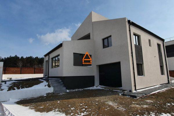 Casa / Vila – 170 mp , 500 mp teren – Bucium